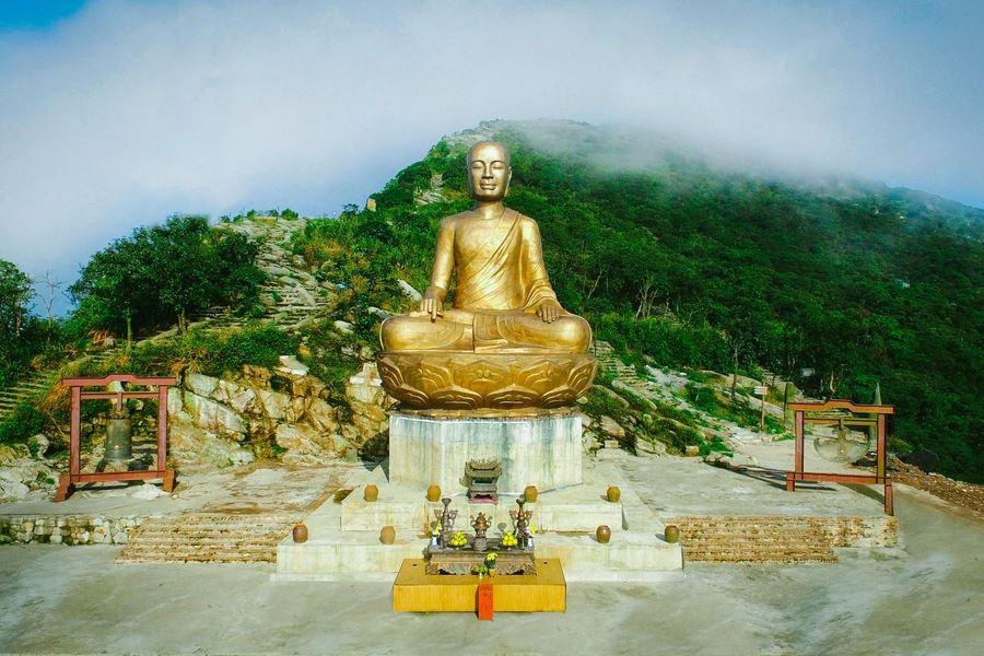 Yen Tu temple